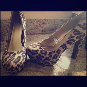 Mossimo leopard print heels. Size 8